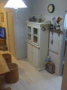 アンティーク調の食器棚