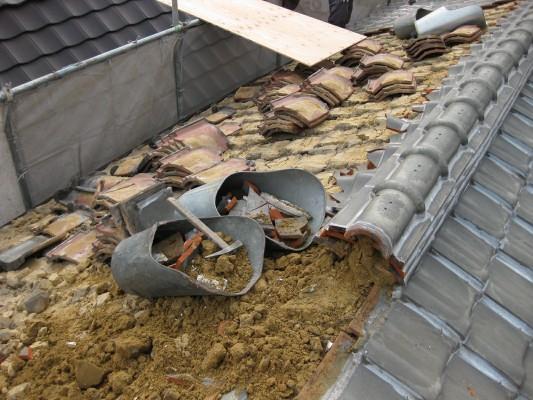 屋根瓦漏水