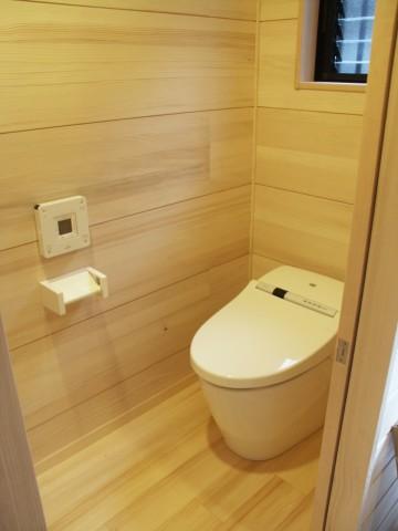 モミのトイレ