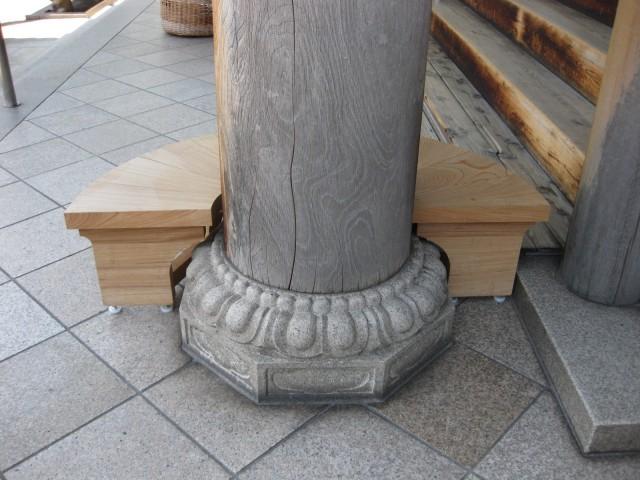一心寺の丸いベンチ
