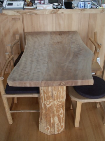 栃の縮み杢テーブル