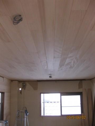 樅の天井板張り